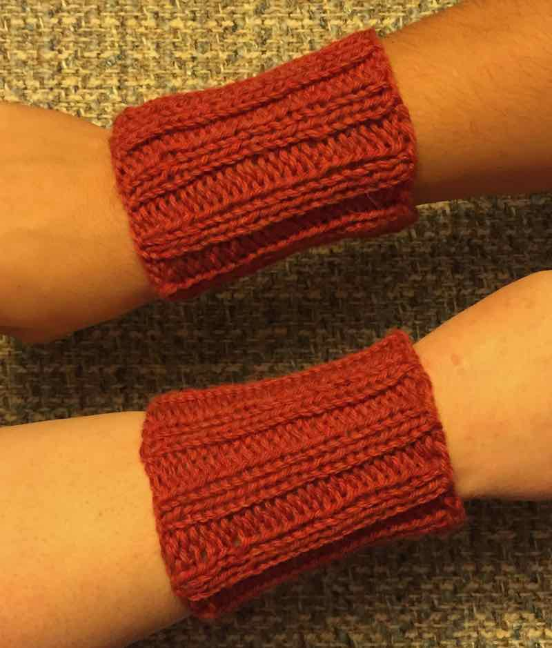 First Knitted Gauntlets: DIY For Beginning Knitters