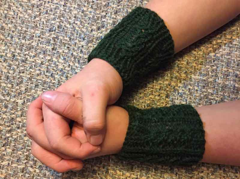 Knitting Cables Wristers For Beginners